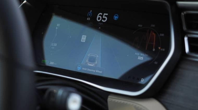 Hülyevédelmet kap a Tesla robotpilótája kép