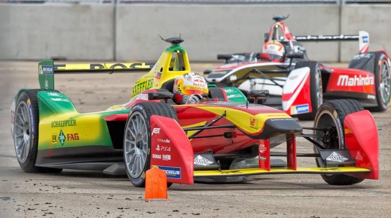 Önvezető autók versenyeznek majd a Formula E futamok előtt kép