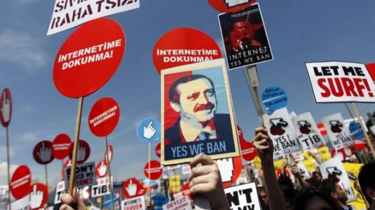 Újabb pofont kapott a szabad internet kép