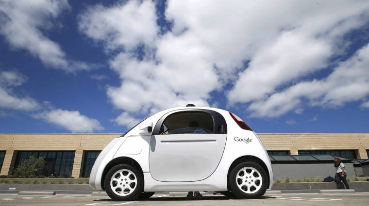 A Google autója lepipálja az igazi sofőröket kép