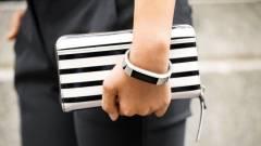 Stílusos lett a Fitbit legújabb fitneszes karkötője kép