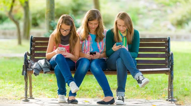 Így lesznek a mai fiatalok okostelefon-függők kép