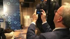 Az Alphabet elnöke iPhone-t használ kép
