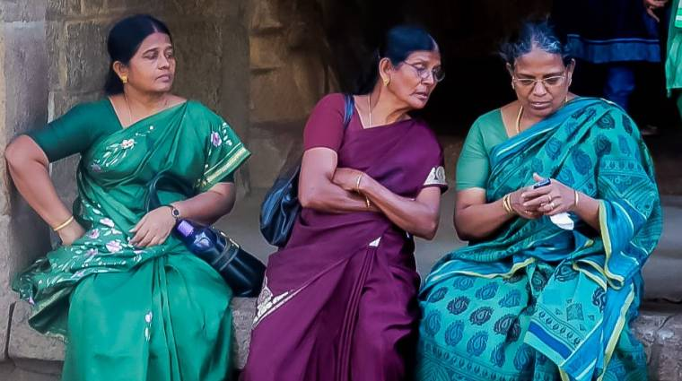 India: jövőre kötelező lesz a pánikgomb a mobilokban kép