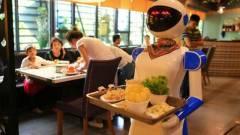 Tönkretettek két kínai éttermet a robot pincérek kép