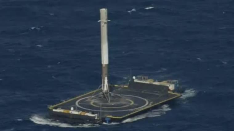 Sikeresen landolt egy drónhajón a SpaceX űrrakétája kép