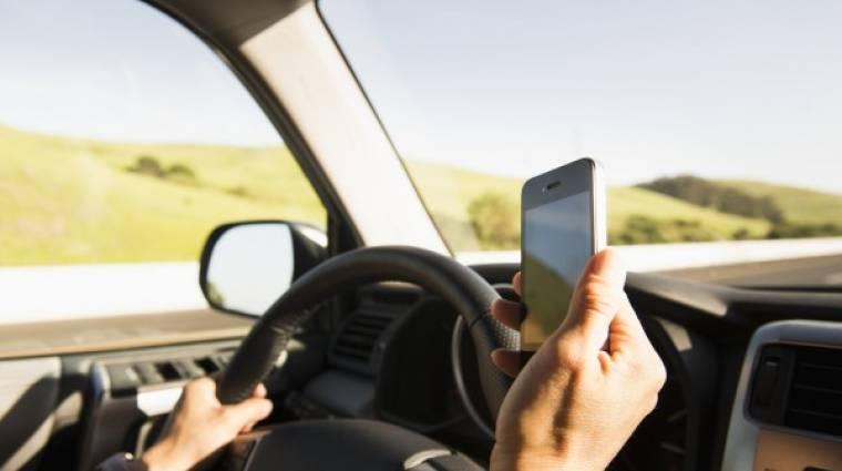 Twitteren szégyenítik meg a vezetés közben mobilozókat kép