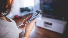 A nők könnyebben lesznek okostelefon-függők kép