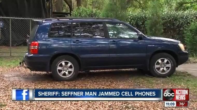 Brutális bírságot kapott a mobilozókat zavaró autós kép