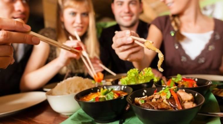 A közösségi evés az új őrület kép