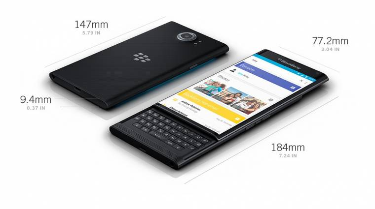 Három androidos Blackberry mobilon folyik a munka kép