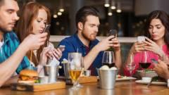 Az okostelefonnal kerüljük el a beszélgetéseket kép
