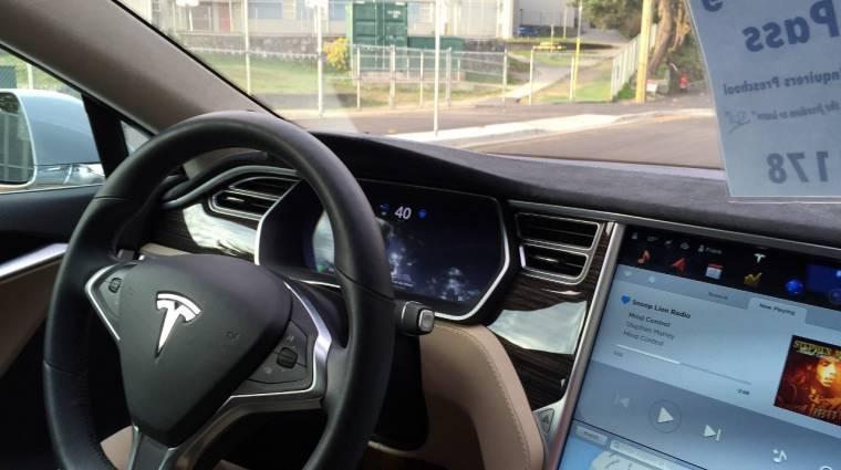 Megbízhatóbbá válik a Tesla Autopilot kép