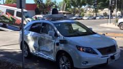 Jól összetörték a Google egyik önvezető autóját kép
