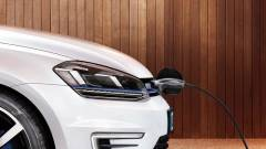 Állami támogatással segít elektromos autót venni a kormány kép