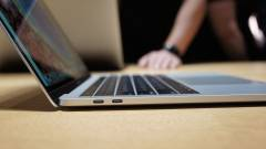 Sokba kerül az iPhone-t az új MacBook Prohoz csatlakoztatni kép