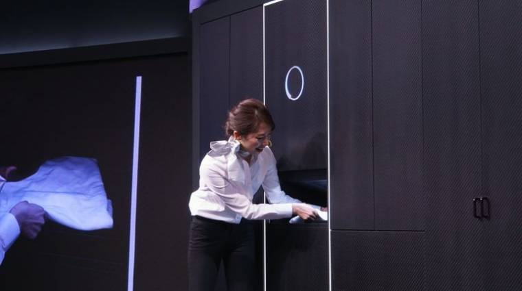 Ruhahajtogató robotba fektet a Panasonic kép