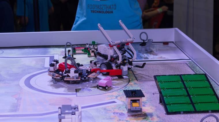 Dupla továbbjutás a HelloWorld Robotcsatáján kép