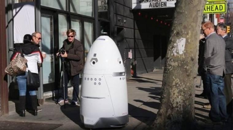 New York utcáin járőrözik a robotzsaru kép