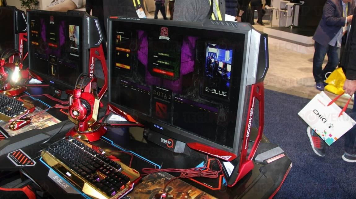 Monitor is került az E-Blue számítógépházába kép