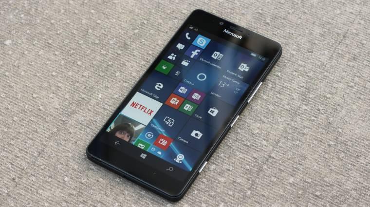 A porszemnél is kisebb a BlackBerry 10 és a Windows Phone kép