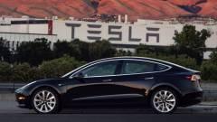 Musk garázsa felé vette az irányt az első Tesla Model 3 kép