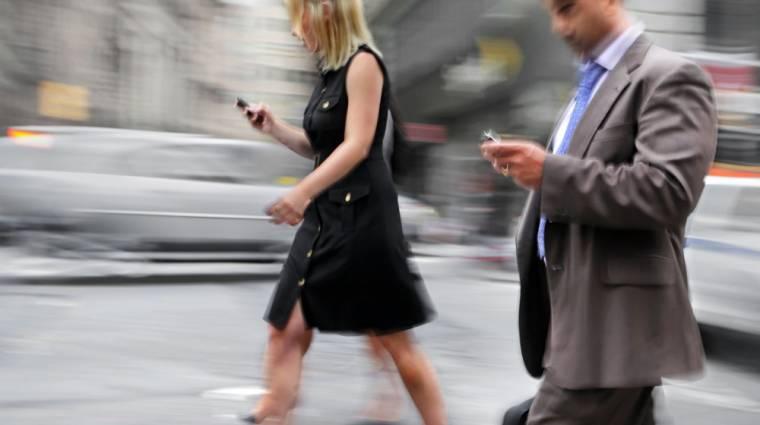 Megváltoztatta az emberek járását az okostelefon kép