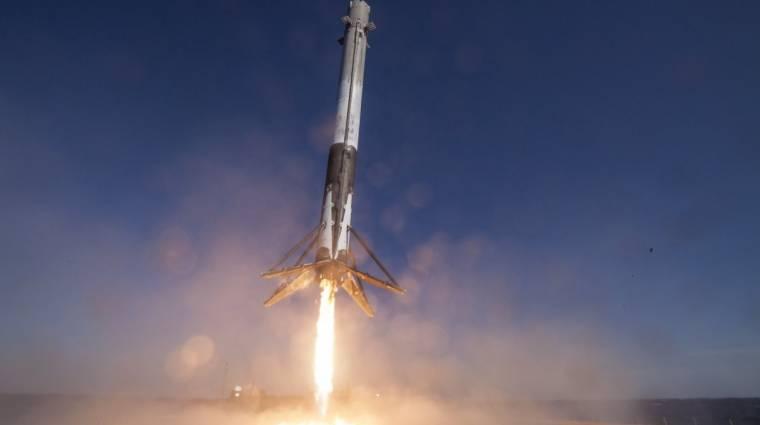 Így landol a SpaceX rakétája egy kerti medencében kép