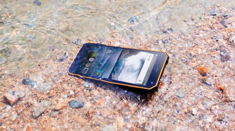 Ez az okostelefon nagyon jól bírja a vizet kép