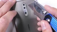 Kemény fából faragták a Nokia 8-at kép
