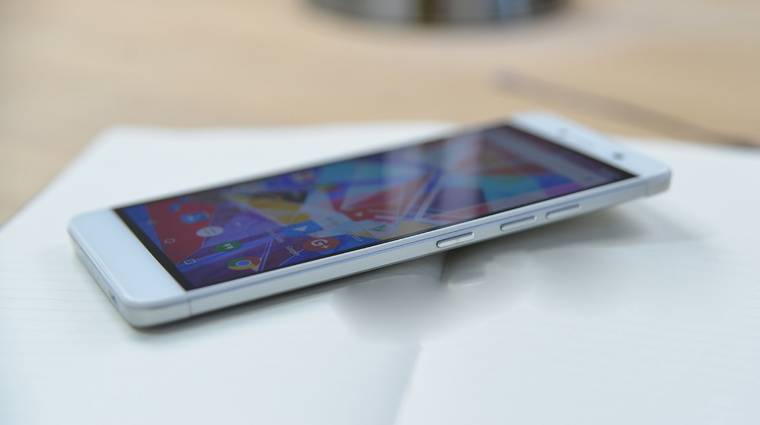 Több androidos gyártó okostelefonján is gyári kártevőt találtak kép