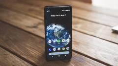 A Google Pixel 3 XL is belógó szenzorsávra vált kép