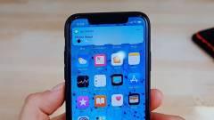 Véletlenül se érintsd meg a fekete pöttyöt az okostelefonod kijelzőjén kép