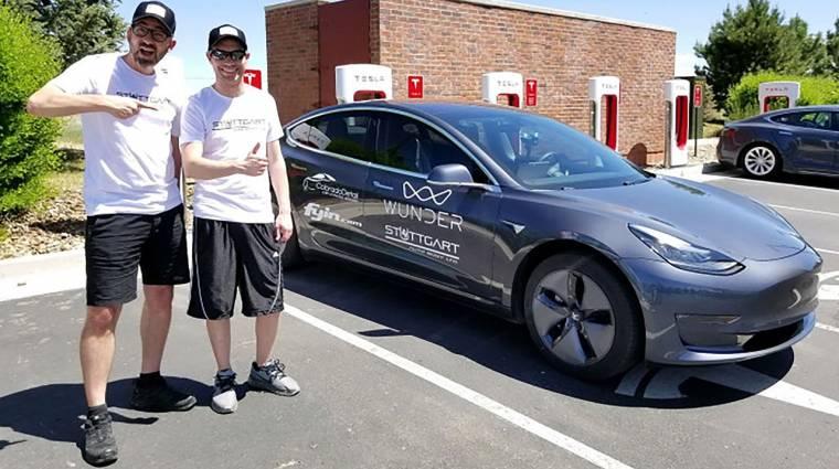Majdnem 1000 kilométert ment egy Tesla egy feltöltéssel kép