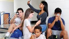 A fiatalokat már zavarja a mobilfüggőség kép
