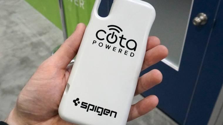 A levegőből is tölt a Spigen új mobiltokja kép