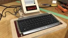 Megérkezett a modern írógép kép