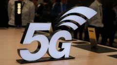2 évet késhet a briteknél az 5G a lámpaoszlopok miatt kép