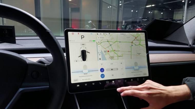 Hamarosan a YouTube-ról is streamelnek a Tesla autói kép