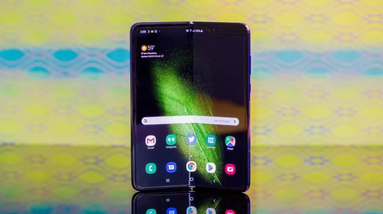 Hamarosan a boltokban a Samsung összehajtható mobilja kép