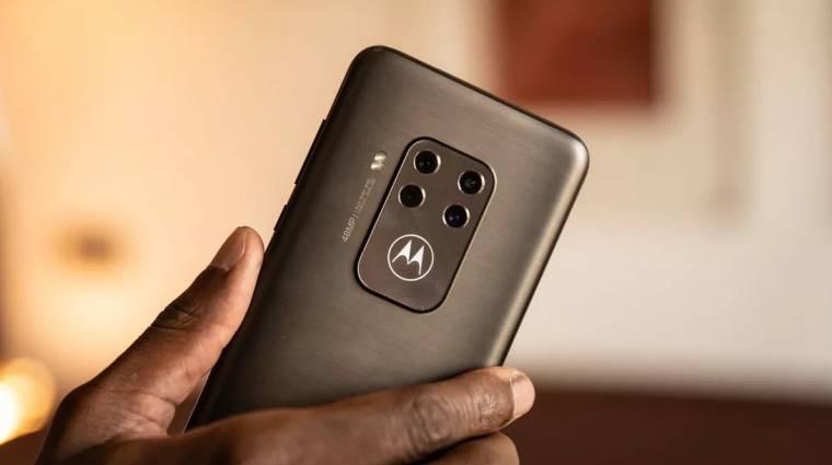 Dugig van kamerával a Motorola One Zoom kép