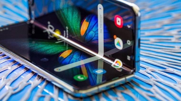 Durván megkínozták a Samsung összehajtható mobilját kép