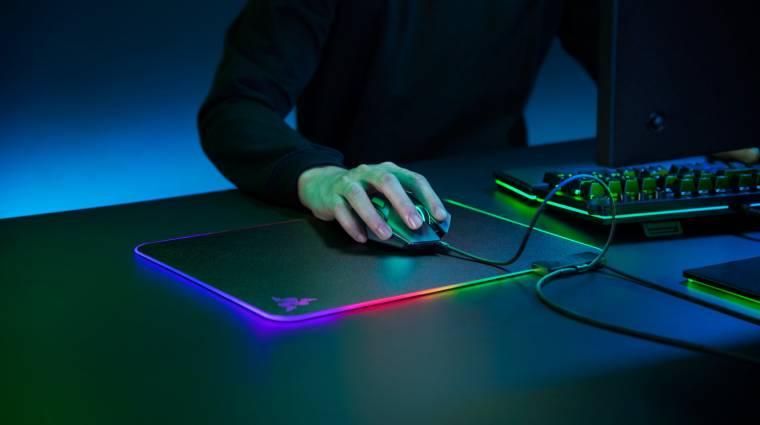 Laposabb és fényesebb lett a Razer RGB-s Firefly V2 egérpadja kép