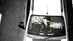 Ez az ország véget vet az autóban mobilozásnak, jönnek a durva büntetések kép