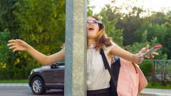 Egyre több a fej- és nyaksérülés az állandó mobilbámulás miatt kép